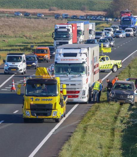 Ongeval tussen twee voertuigen en vrachtwagen op A58 bij Goes