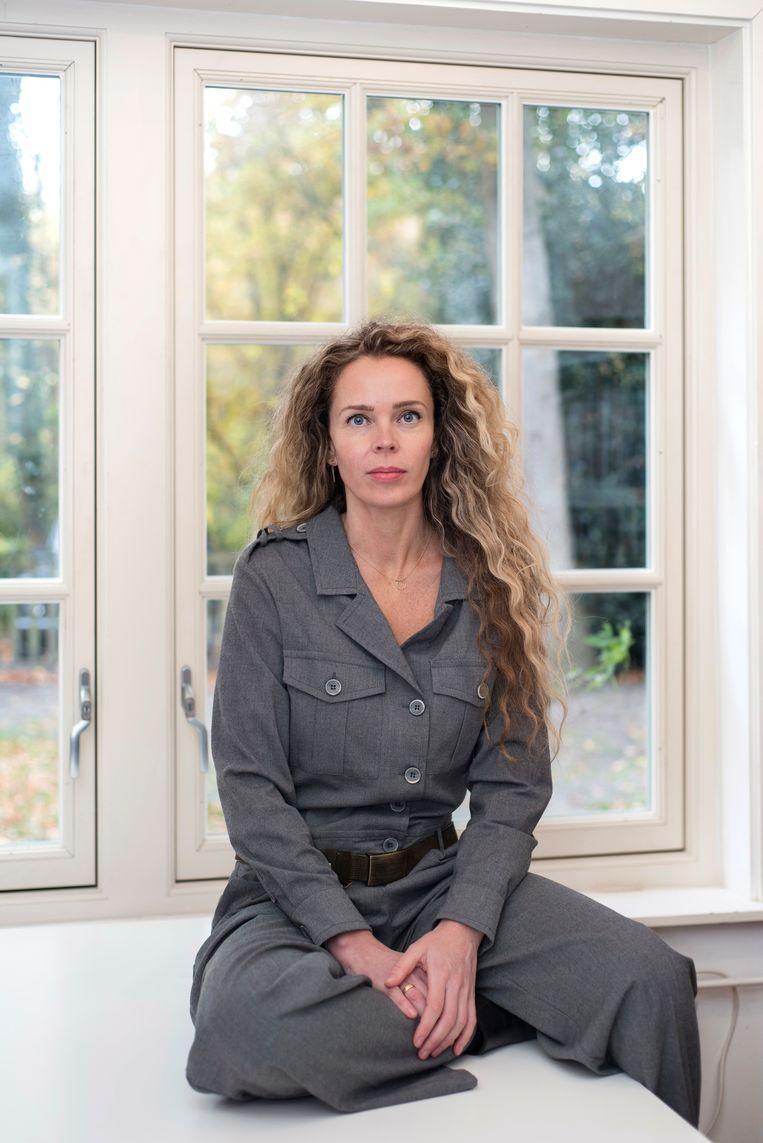 Roxane van Iperen in haar werkkamer in 't Hooge Nest.  Beeld Els Zweerink