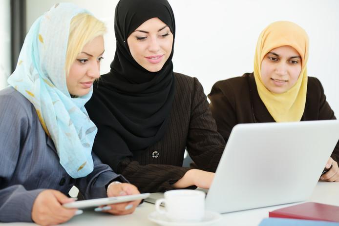 Het dragen van een hoofddoek op de werkvloer mag verboden worden volgens Europese wetgeving.