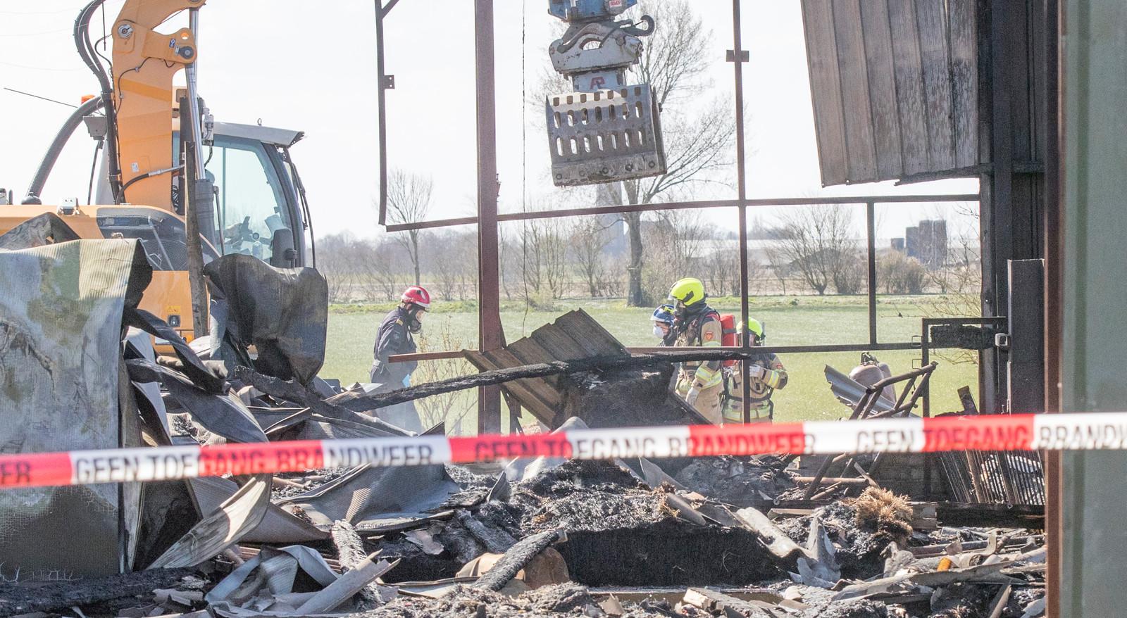 De afgebrande schuur waarin een xtc-lab verborgen zat.