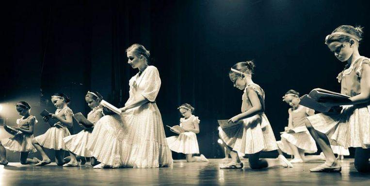 Zowel de jongere als oudere leerlingen geven een recital.