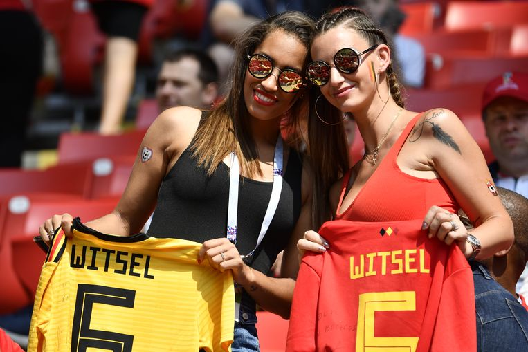 Withney Witsel, zus van Axel, en Rafaella Szabo, maken zich op voor de wedstrijd in het Spartak Stadium.