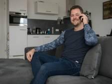 Mart (28) uit Holten praat dagelijks met Dinant (66) over corona, én over James Bond