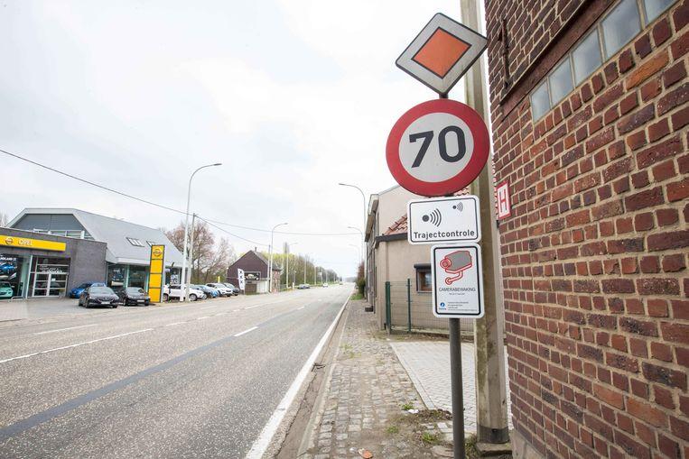 Onder meer op de N8 in Schepdaal zou een trajectcontrole actief zijn, maar in de praktijk blijkt dit niet het geval.