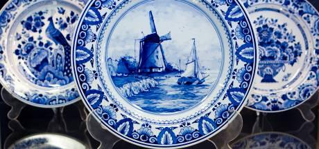 Toeristen kopen meer en meer Delfts blauw