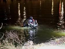 Duikers te water langs Professor Bosschapad na vondst van fiets