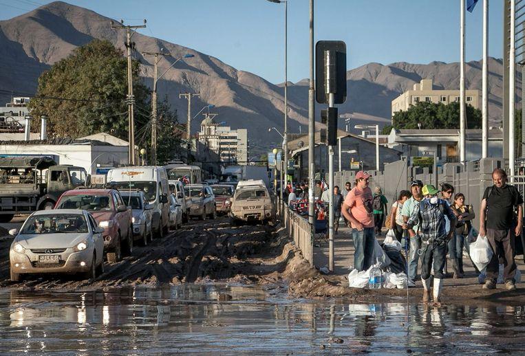 Een ondergelopen straat in Copiapo, zo'n 800 km ten noorden van Santiago.