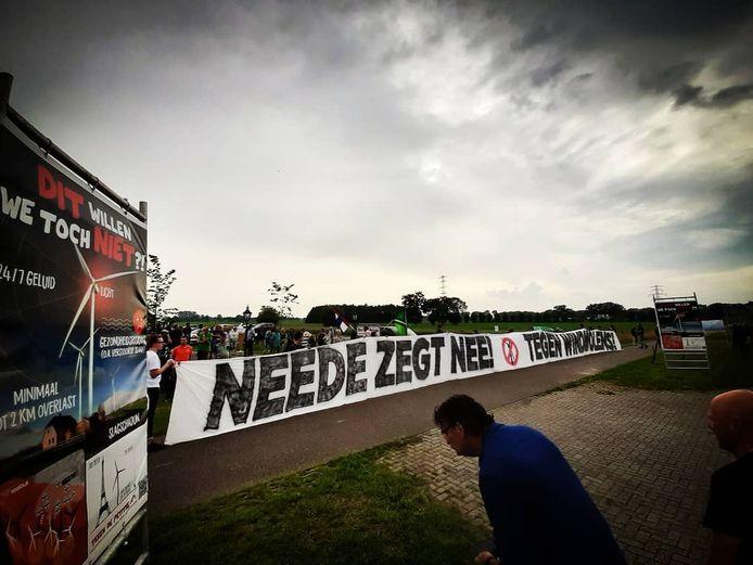 Demonstratie tegen windmolens bij de Melktap in Geesteren door boze Needenaren