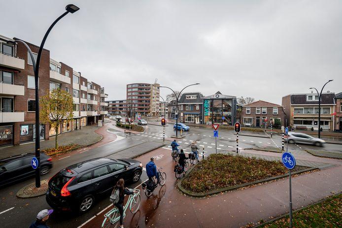 Fietsers die op de Drienerstraat staan en daar moeten oversteken (richting Anninksweg en Oude Molenweg) staan gemiddeld 50 seconden stil. Veel te lang vindt de bond.