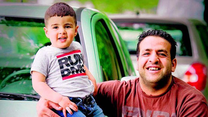 De 2-jarige Naoufel en vader Mezian.