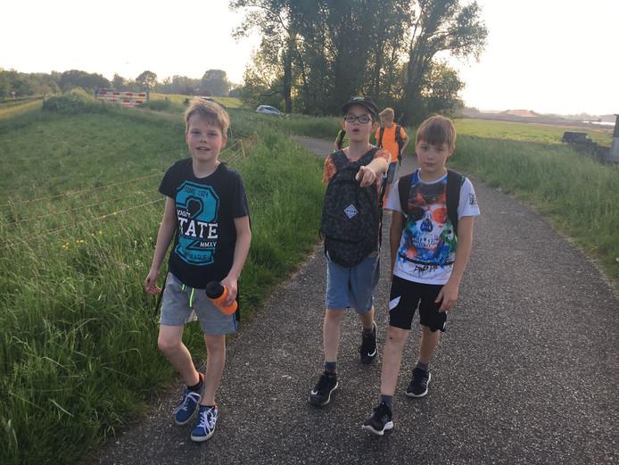 Voor deze jongens zit de eerste dag van de Vierdaagse er bijna op.