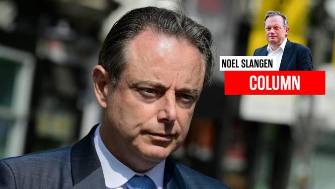 """Slangen op maandag. """"De leider van de grootste partij in Vlaanderen zit pruilend in de greppel waar hij zichzelf ingereden heeft"""""""