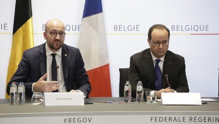 De Belgische premier Charles Michel en de Franse president Francois Hollande in een gezamenlijke persconferentie, vrijdagavond in Brussel. Beeld belga