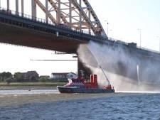 Steigerwerk vliegt in brand: Nijmeegse Waalbrug enige tijd afgesloten voor verkeer