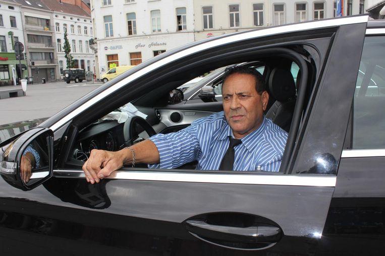 Benito Boualami is al taxichauffeur aan het Statieplein sinds 1988.