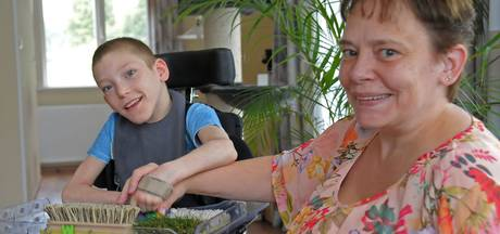 Ouders van gehandicapte Wyatt zijn papierwerk zat