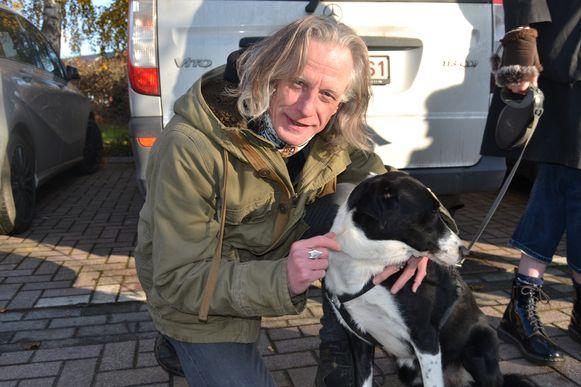 Guy Swinnen met zijn hond Fanny.