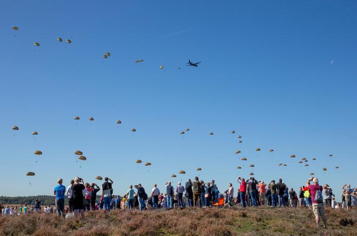 Een keer per jaar staat de Ginkelse Heide groots in de belangstelling, tijdens de Airborne herdenking. Dat mag best wat meer worden, vindt de gemeente Ede.