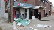 """Getuige ziet hoe ramkrakers Belfius-bankkantoor binnenrijden: """"Ik heb mij vlug achter het standbeeld verstopt"""""""
