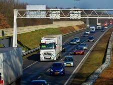 A326 richting Nijmegen dicht vanwege lading asbest op de weg