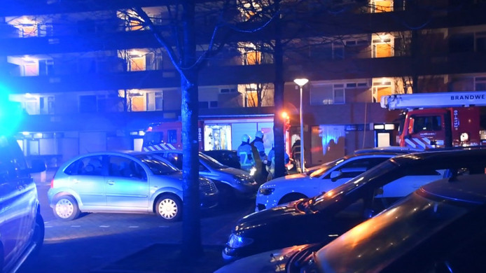 Brand op de bovenste verdieping van een flatgebouw aan de Geesinkbrink in Enschede.
