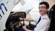 """Casper (17) wordt jongste Belgische lijnpiloot ooit: """"Hij mag nog niet rijden, maar wel vliegen"""""""