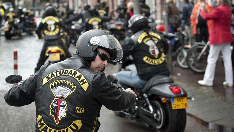 Aankomst van leden van de motorclub Satudarah Maluku op het Waterlooplein in Amsterdam. Beeld ANP