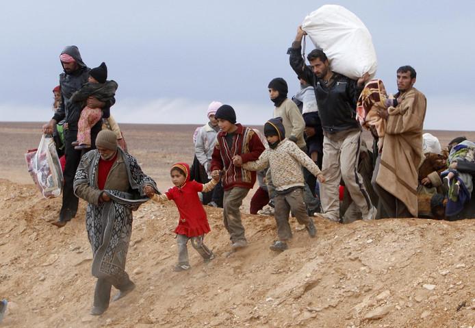 Vluchteling steken de Jordaanse grens over.