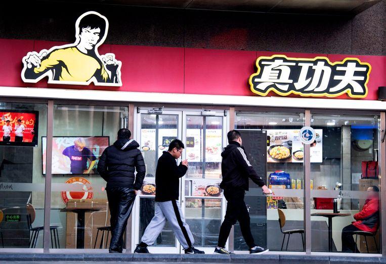 Shannon Lee kan er niet mee lachen dat fastfoodketen Real Kungfu een beeltenis van haar vader, Bruce Lee, gebruikt.