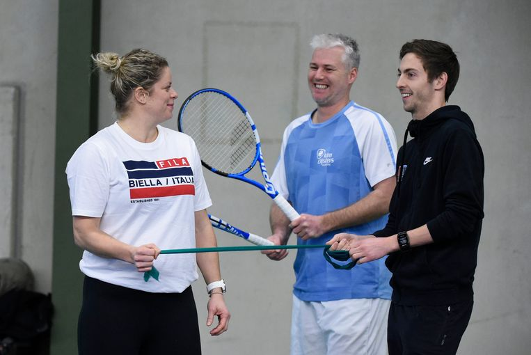 Kim Clijsters met Fred Hemmes (midden) op de mediadag in Bree.