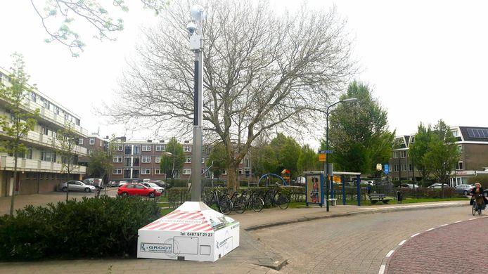 Bij de speeltuin op de hoek van de Schepersweg en Vrijheidslaan in Breukelen staat sinds kort een camera. Volgens de gemeente Stichtse Vecht is de overlast van jongeren daarna verminderd.