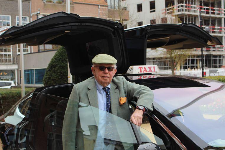 Burgemeester Leopold Lippens bij de Tesla