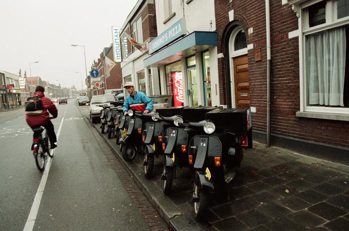 Domino's Pizza kent zijn oorsprong in Breda. De keten telt inmiddels vier vestigingen inBreda. Dit filiaal aan de Generaal Maczekstraat, een beeld uit 1996, bestaat inmiddels niet meer.