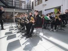 Oekraïens concert in de hal van Cogas in Almelo