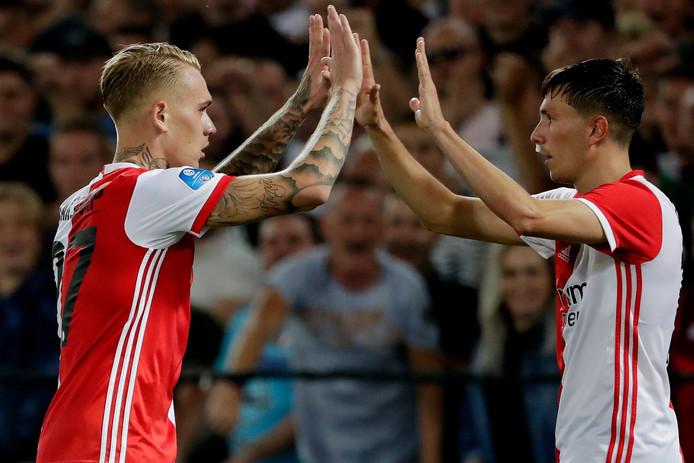 Rick Karsdorp (l) en Steven Berghuis vieren samen het derde doelpunt van Feyenoord tegen Hapoel Beer Sheva.