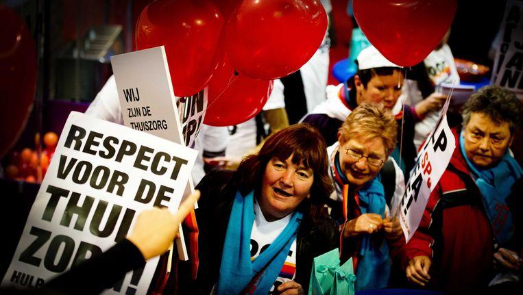 Protest tegen de bezuinigingen in de thuiszorg. Beeld anp