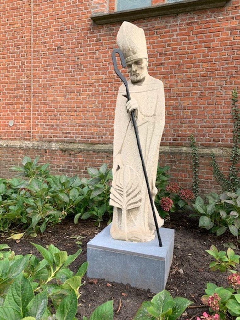 Het beeld van Sint-Martinus kreeg een plekje in het tuintje aan de ingang van de kerk.