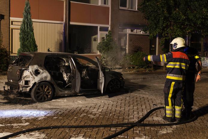 De brandweer kon het voertuig niet meer redden.