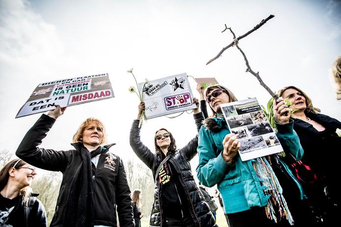 Ruim honderd mensen voerden vandaag actie tegen het beleid in de Oostvaardersplassen.