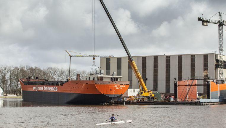 De Lady Adele, die op de werf van Groningen Shipyard wordt gebouwd. De werf is met honderd Roemenen zeker 2 miljoen euro per jaar goedkoper uit. Beeld Harry Cock / de Volkskrant