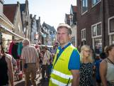 Marktmeester Hattem heeft alles onder de controle tijdens grootste rommelmarkt van de Veluwe