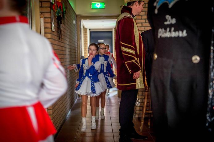 Wachtende dansmarietjes bij een concours in Alphen.
