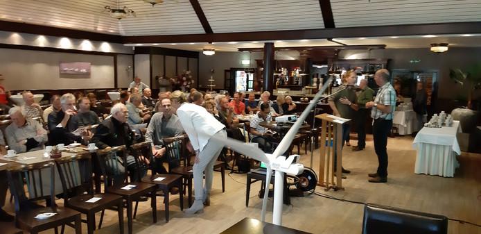 Ruim 80 belangstellenden waren naar Buitencentrum Kerkemeijer gekomen voor de informatiebijeenkomst over windenergie in Berkelland.