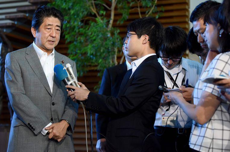 Shinzo Abe staat de pers te woord over Noord-Korea. Beeld afp