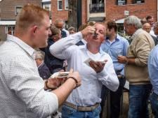 Haringparty Wierden geeft cheques aan lokale goede doelen: Bowie en hospice