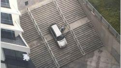 Oeps, foutje! Man volgt foute verkeersbord en rijdt van trap aan station Gent-Sint-Pieters