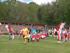 #HéScheids: Erehaag voor kampioen Neede, speler Borne krijgt kramp bij juichen