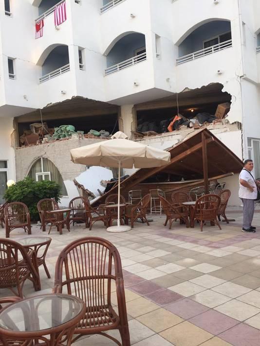 Het hotel in Kos dat deels is ingestort.