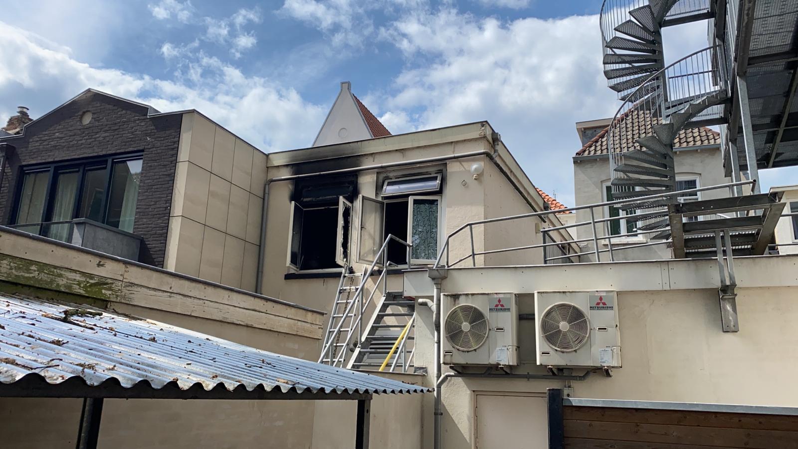 De brand in een woning in het centrum van Deventer laat flinke sporen na.