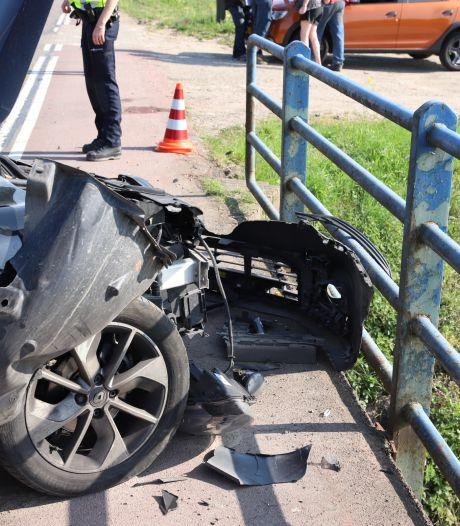 Auto's lopen fikse schade op door botsing in Buurmalsen